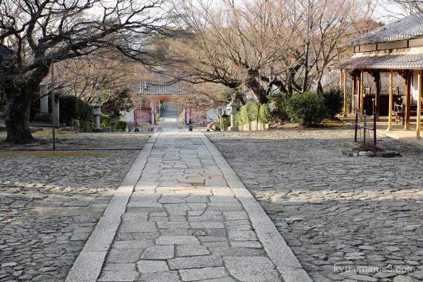 approach Shinnyodo temple Kyoto