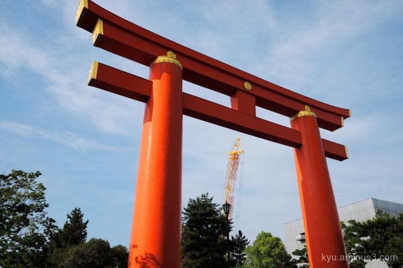 torii crane Heian-shrine Kyoto