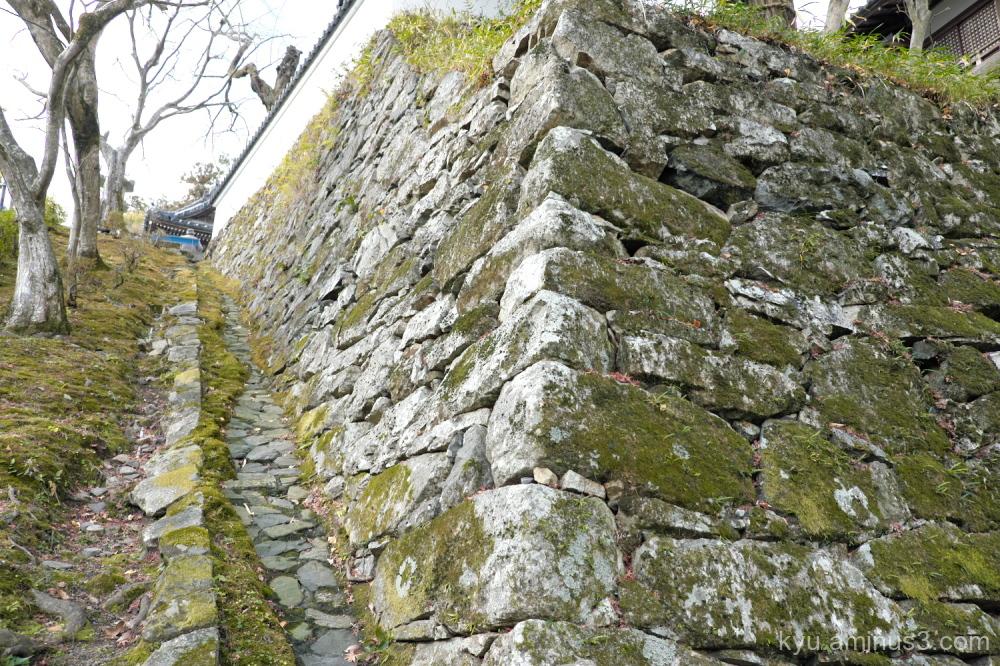 afternoon-light stone-wall Saikyoji temple Shiga
