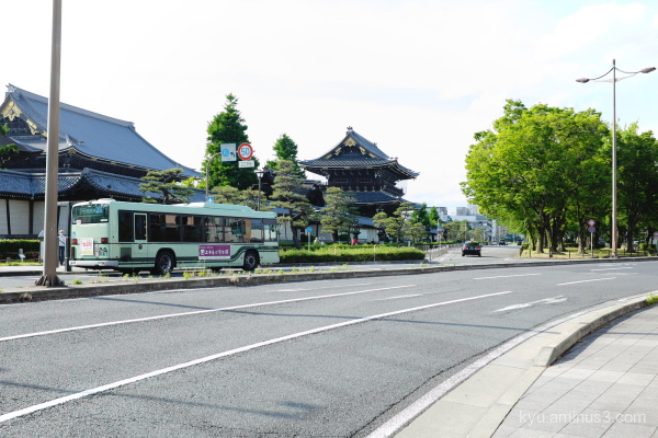 curve road bus Higashihonganji temple Kyoto