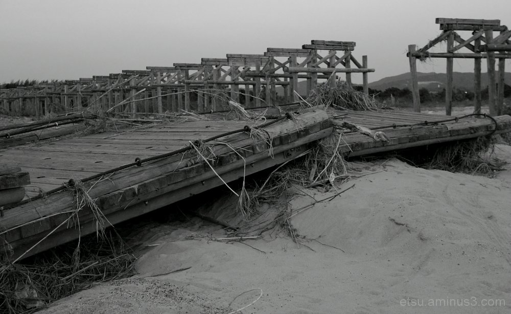 After a powerful typhoon 流れ橋