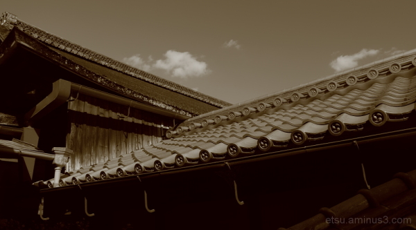Roofs at the temple 一休寺