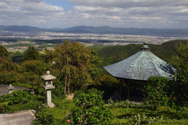 Do you see cityscape ? 善峯寺
