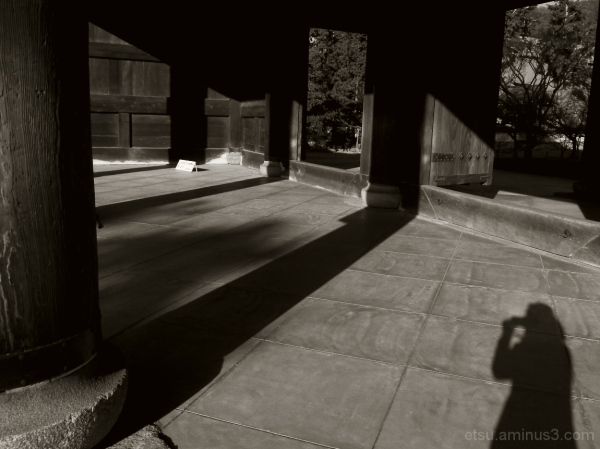The shadow (near a gate at a temple) 南禅寺