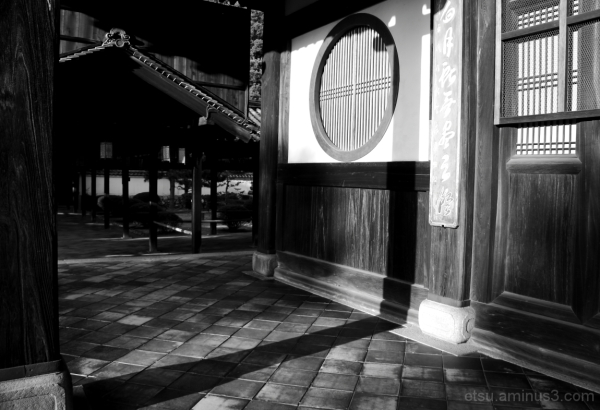 The shdow of a pillar 萬福寺