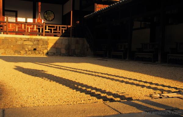 Shadows (at a temple) 萬福寺