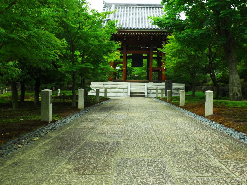 Toward a bell tower..... 智積院