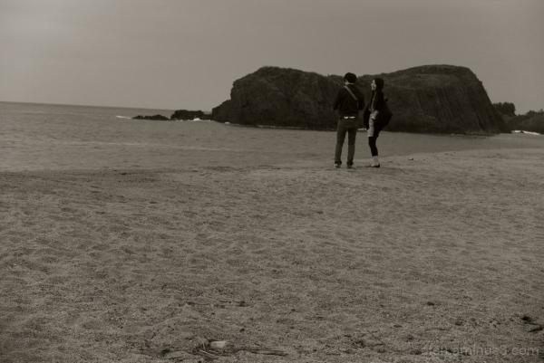 A couple on the beach 丹後半島