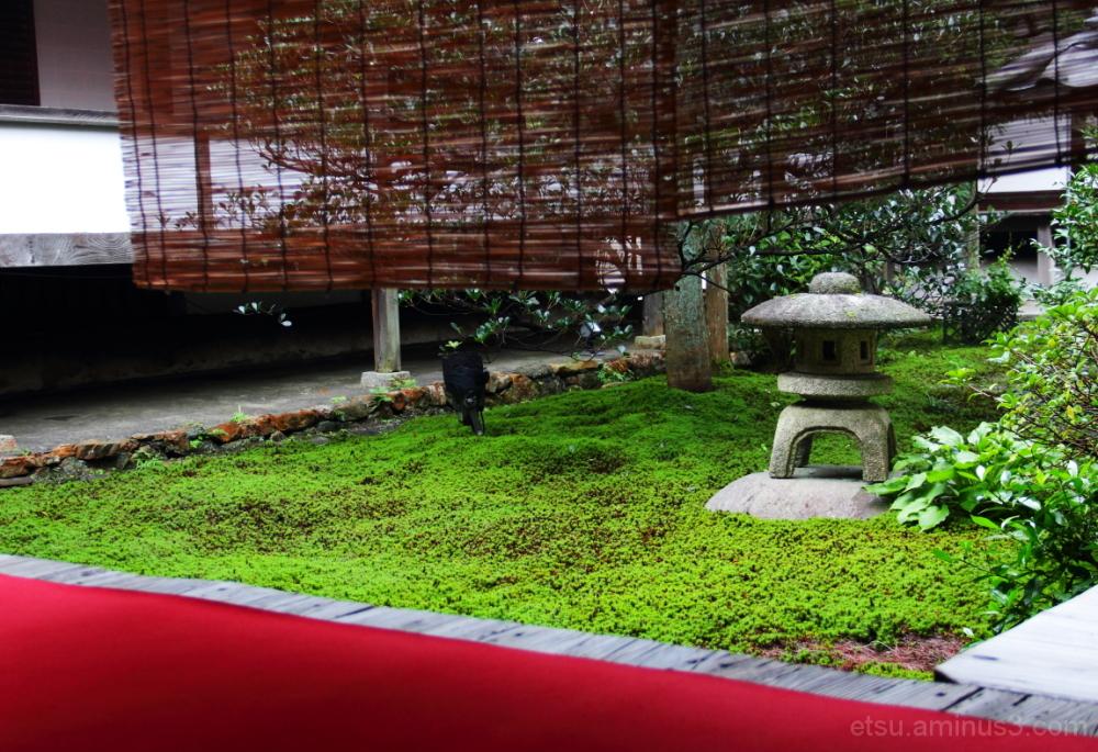 A stone lantern....... 雲龍院