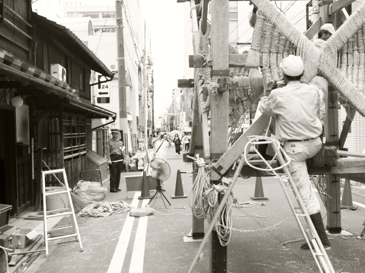 The float is being built #2(The Gion Festival)
