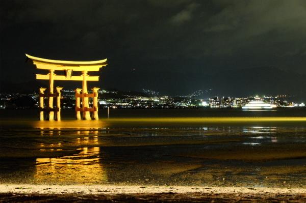 Miyajima -Torii and boat