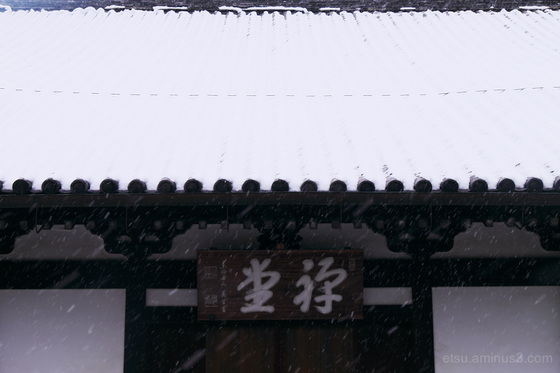 A snowing day (Tofukuji temple)