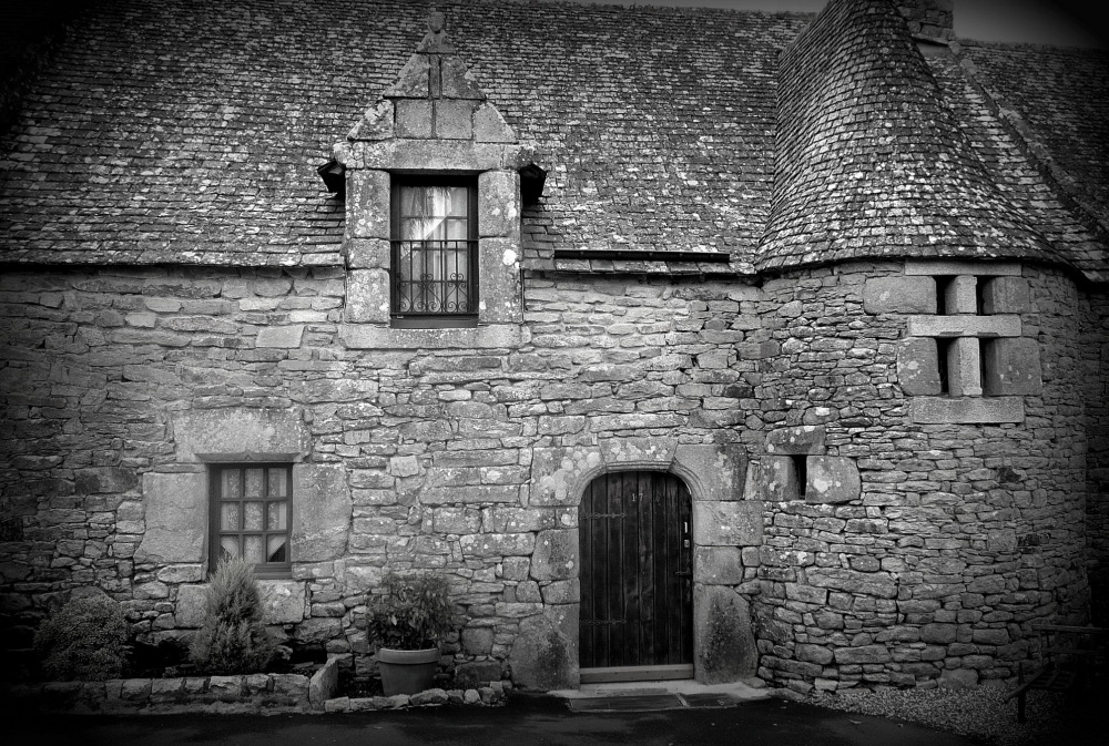 LA MAISON HANTEE  -  HAUNTED HOUSE