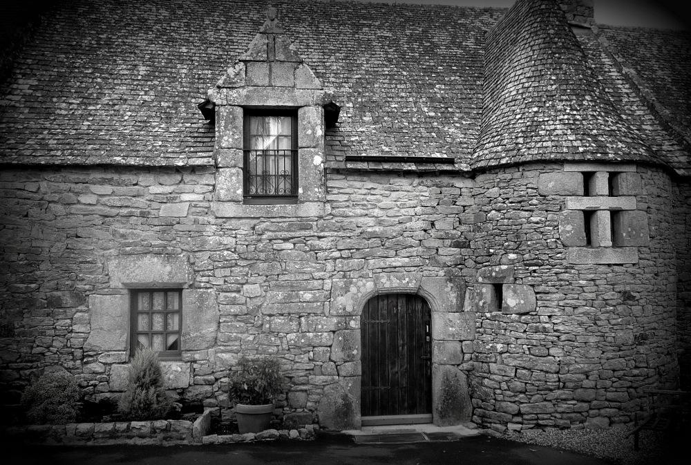 LA MAISON HANTEE  -  HAUNTED HOUSE