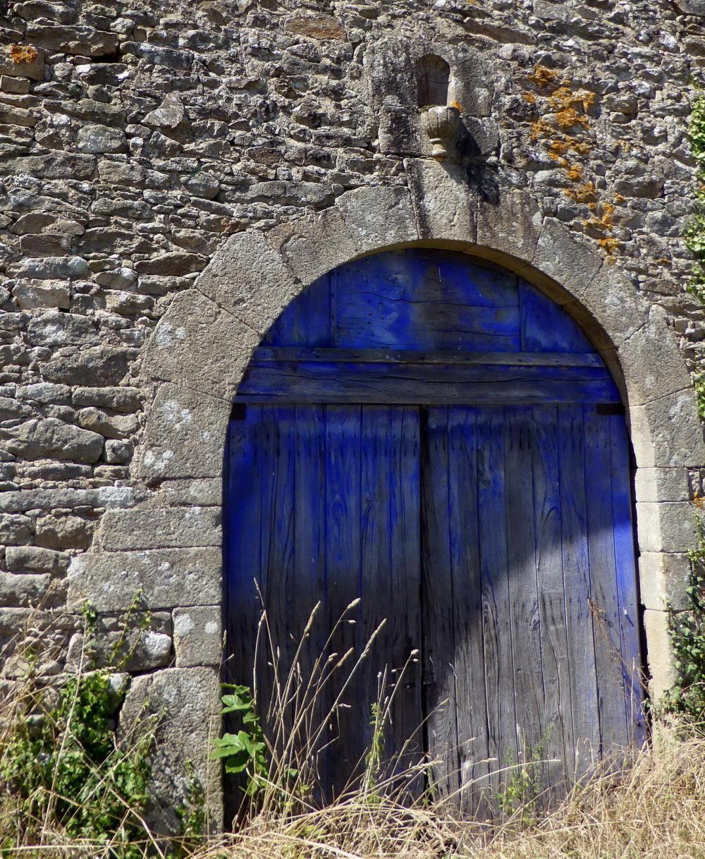 BLEU DE BRETAGNE ..  BLUE OF BRITANY