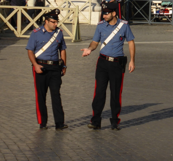 PARLER AVEC LES MAINS ... HANDS SPEAKING .. ROME