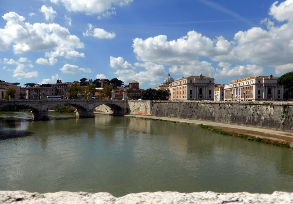 EN TRAVERSANT LE TIBRE - ROME - 2 -
