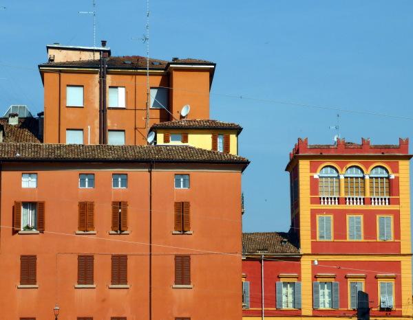Belles façades ocrées - Ville de Modène ( Italie)