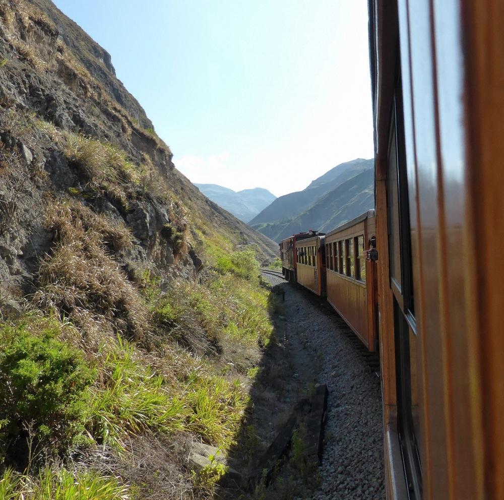 VOYAGE EN EQUATEUR - petit train dans les Andes