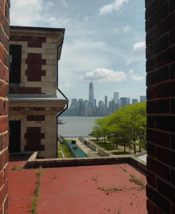 NEW YORK : Manhattan depuis Ellis Island