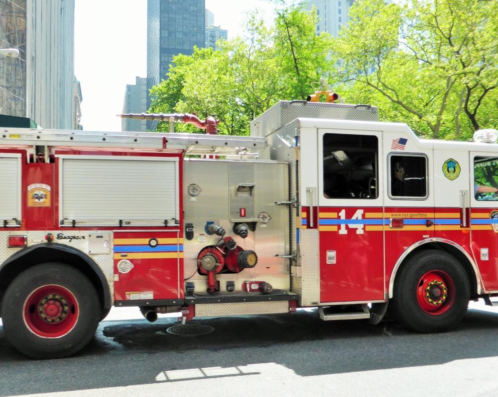 """NEW-YORK : hommage aux"""" hommes du feu"""" ..."""