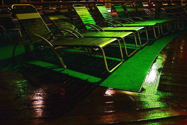 night bathing (loungers)