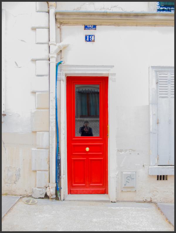 Autoportrait en bleu blanc rouge.