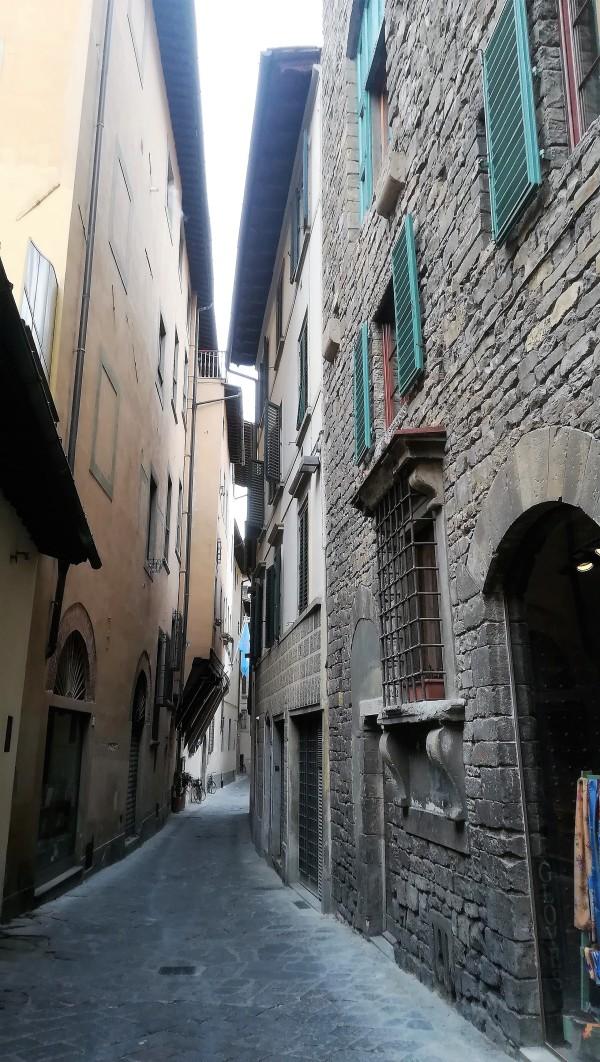 Petit matin dans les ruelles de Florence