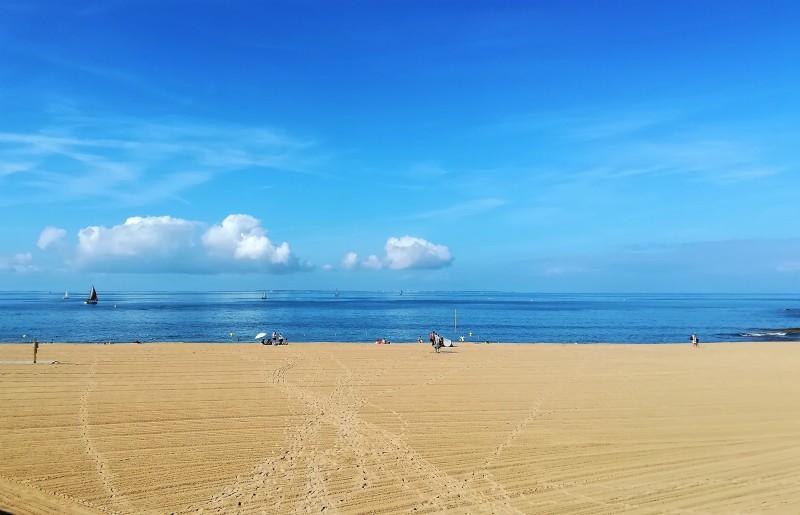 La plage commence à s