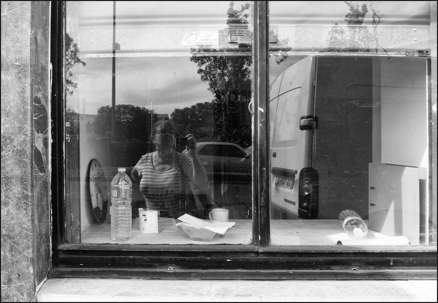 Autoportrait au bureau vide