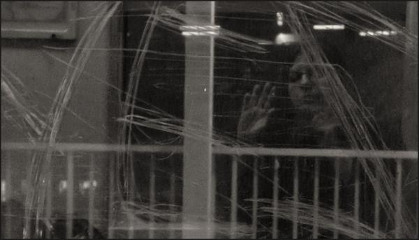 Autoportrait à la vitre écorchée