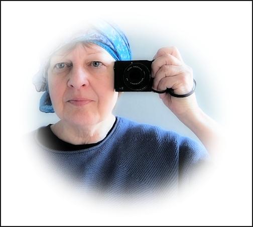 Autoportrait au satin bleu