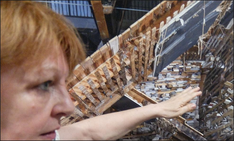 """Autoportrait à la """"Destroyed House"""""""