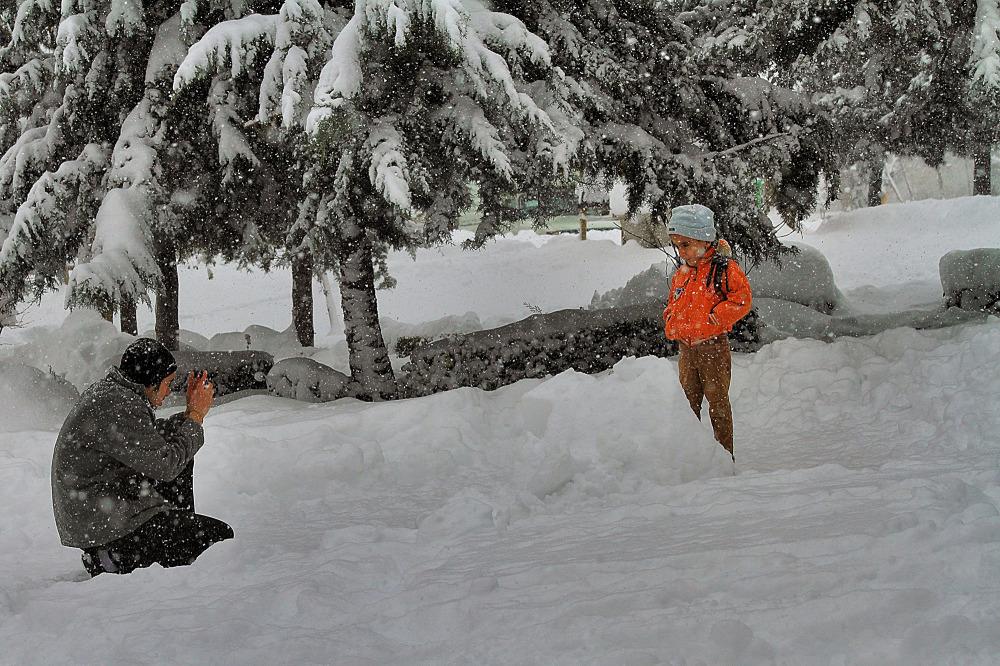 شادي برف زمستاني