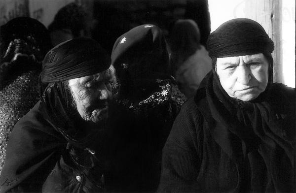 2 old kurdish weman