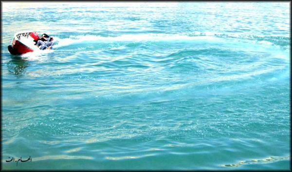 قایقی خواهم ساخت .. خواهم انداخت به آب