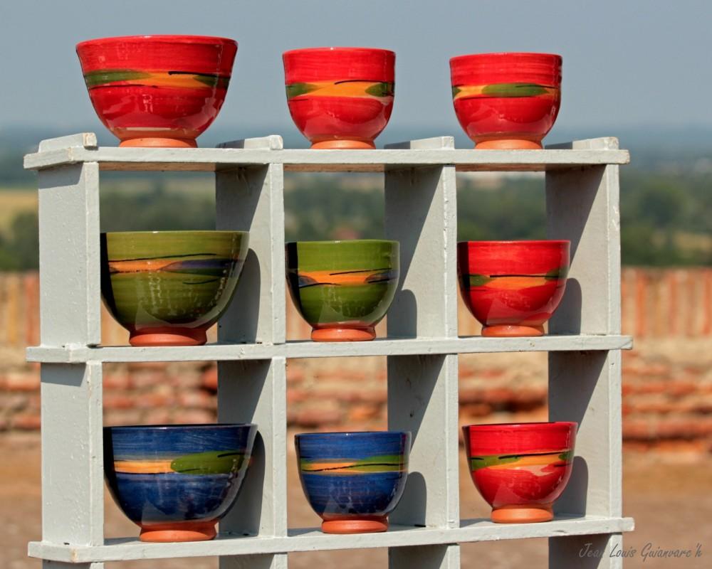 Des bols et des couleurs. /  Bowls and colors.