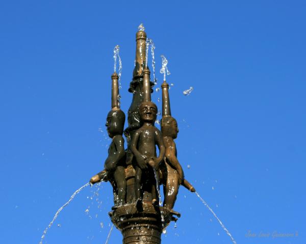 "Fontaine ""dels pissaïres""."