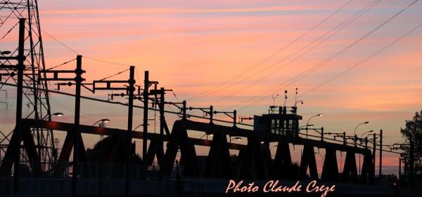 Coucher de soleil sur le pont rouge