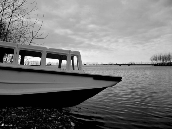 Motionless boat