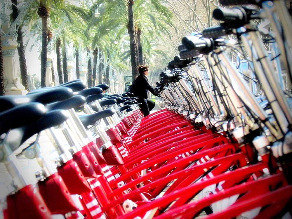 Noia amb bici's