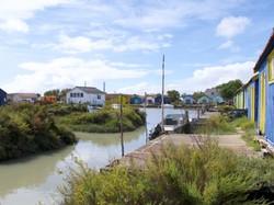 Canal et cabanes