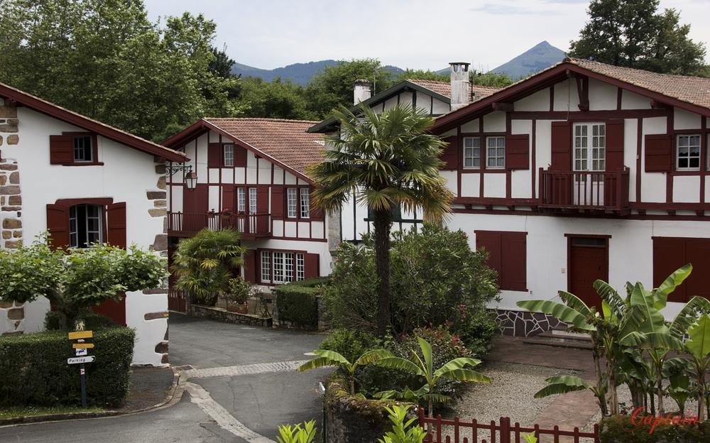 Une rue du Pays Basque