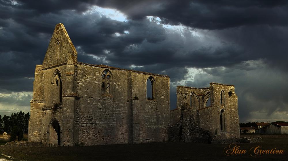 Île de Ré Abbaye orage ciel pierres