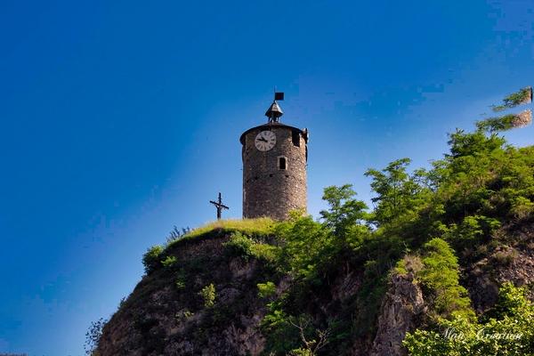 La croix et l'horloge
