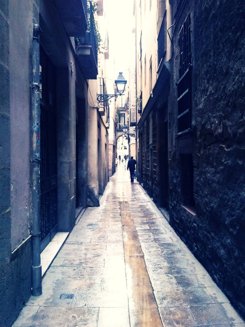 Cross processed with The GIMP, Barcelona, street.