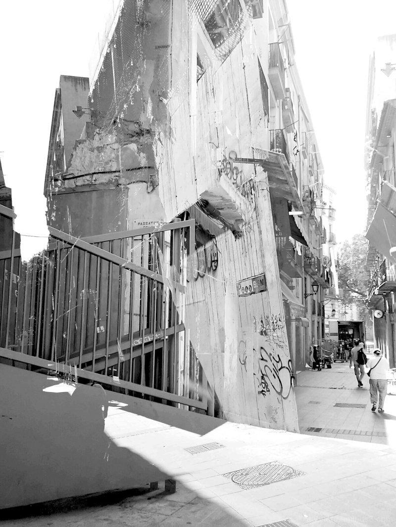 Barcelona monochromatic street photography.