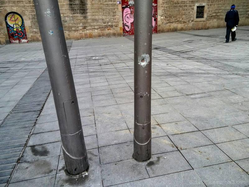 Slightly edited Barcelona smart/streetphotography.