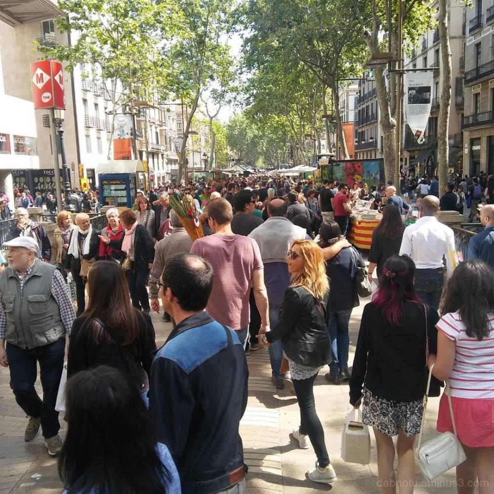 Barcelona smart/street photography, unedited.