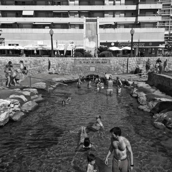 A leisurely scene in Comarruga, Catalunya, España.